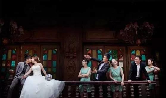 beepress3 1555335861 1 - 摄影师如何在婚礼中拍出最特别的傧相团?